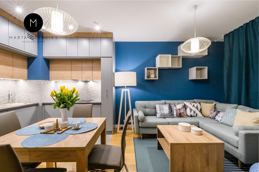 Niebieski w salonie
