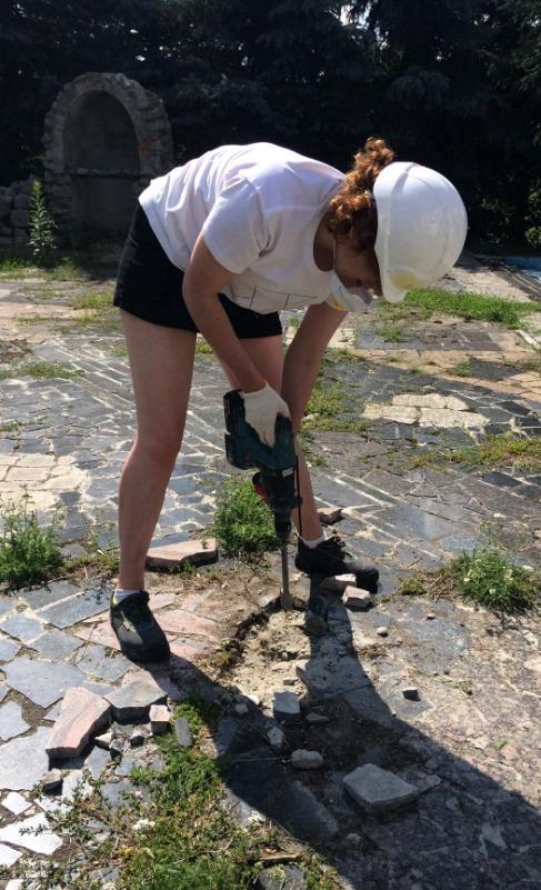 Kobieta robotnik budowlany