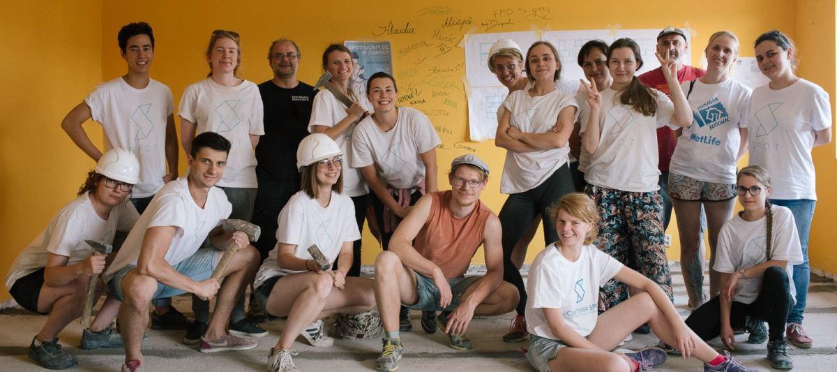 Baba na budowie: SPOTowiczki i wolontariat budowlany